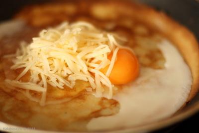 sandwiches Блины с яйцом и сыром Яйца Сыр