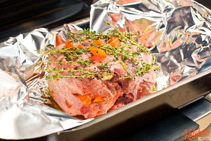 main course meat  Язык, запеченный в фольге с овощами и тимьяном язык
