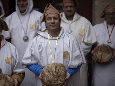 video  Кулинарные путешествия Джейми Оливера. Французские Пиренеи