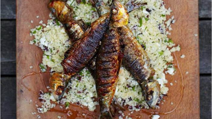 video  Джейми Оливер. Рыбный ужин. Корнуольские сардины