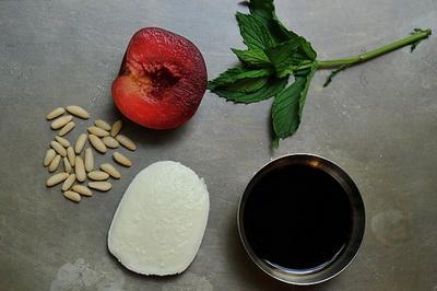 snack vse podryad snack snack  Моцарелла, сливы, мята Сыр Сливы