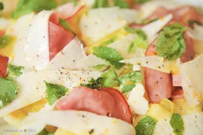 salaty fruit salads holiday recipes special food  Салат с дыней, беконом, козьим сыром и свежей мятой Кабачки Дыня Бекон