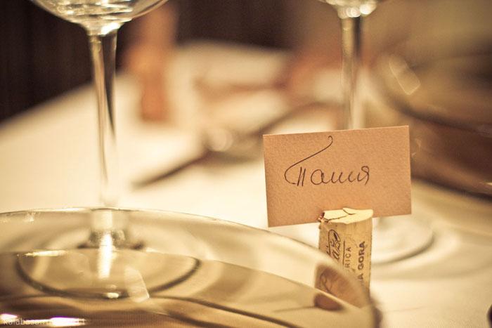 servirovka stola  Сервировка стола. Винные пробки, холщевые жгуты и коричневый цвет